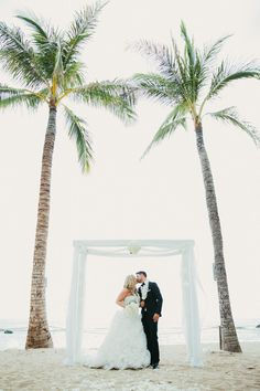 A  beautful wedding planned by #HawaiiWweddingsbyToriRogers and photographed by #ErinParisPhotography