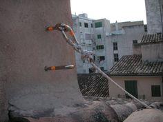 CONSTRUCCION: anclaje arnés para trabajo en altura. Una Línea de vida permite mayor movilidad.