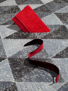 // EDITO // Magic Carpet by Studio Likeness for Rondo #art #creative #setdesign #photography #designproduct #grey #red #carpet