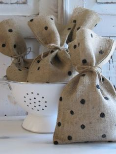 Polka Dot Burlap Gift Bags by funkyshique on etsy Burlap Projects, Burlap Crafts, Craft Projects, Sewing Projects, Diy Crafts, Burlap Gift Bags, Burlap Tote, Do It Yourself Inspiration, Christmas Crafts