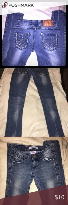 Girls Vigoss jeans. Sequin pockets Super cute skinny jeans . Good used condition.  Smoke free home.  No holes or tears. Size 8s Vigoss Bottoms Jeans
