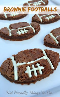 Easy Football Shaped Brownie Recipe - Here's a last minute easy fun food for game day or a sports party! Fun Food, Good Food, Cool Shapes, Food Themes, Food Crafts, Kid Friendly Meals, Brownie Recipes, Cookie Bars, Kids Meals