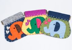 Handmade elephant velt purses African Crafts, African Art, Handmade Felt, Goodies, Elephant, Arts And Crafts, Kids Rugs, Purses, Accessories