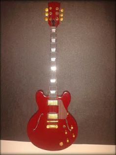 La Gibson ES-335, de semicaja.