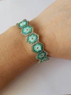 Retrouvez cet article dans ma boutique Etsy https://www.etsy.com/fr/listing/547498925/bracelet-en-perles-tissees
