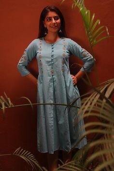 Printed Kurti Designs, Silk Kurti Designs, Kurta Designs Women, Kurti Designs Party Wear, Blouse Designs, Kurti Embroidery Design, Embroidery Fashion, Embroidery Dress, Girls Kurti