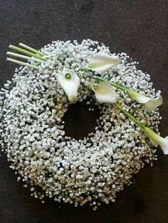 Beautiful wreath for a loved one's funeral or memorial service. Baby's breath accented with gorgeous cala lilies add the perfect touch. Church Flowers, Funeral Flowers, Wedding Flowers, Bouquet Flowers, Wedding Bouquets, Arte Floral, Office Deco, Funeral Floral Arrangements, Funeral Sprays