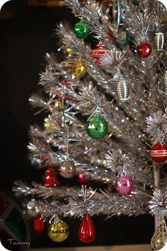 Another beautiful vintage aluminum tree