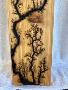Long fractal burn on cedar with multi color grain lines full of caramel colored goodness. Wood Burning Crafts, Wood Burning Patterns, Wood Burning Art, Wood Crafts, Lichtenberg Figures, Willow Wood, Got Wood, Woodworking Crafts, Woodworking Jobs