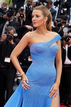 El estilo premamá de las celebrities - ELLE.ES Blake Lively Es la elegancia personificada en la alfombra roja y brilla con más luz que nunca en la espera de su segundo hijo. Con este vestido azul confirmaba los rumores sobre su embarazo.