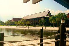 Disney's Polynesian Resort. Arriving at the marina.