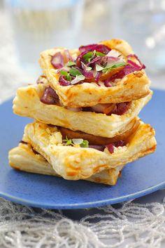 Blätterteig mit Birne, Käse und Zwiebel | Zeit: 30 Min. | http://eatsmarter.de/rezepte/blaetterteig-mit-birne-kaese-und-zwiebel
