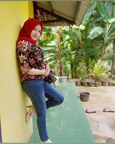 Beautiful Arab Women, Hijab Jeans, Indonesian Girls, Muslim Girls, Turban, Hijab Fashion, Womens Fashion, Instagram Posts, Sexy