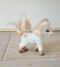 Cream blanket spotted magazine pony