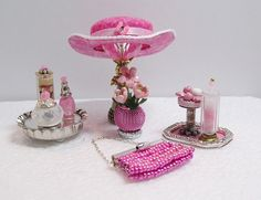 1:12 Scale Dollhouse Hat by Greatminis on Etsy https://www.etsy.com/listing/191675786/112-scale-dollhouse-hat