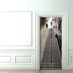 trompe-l-oeil. un efecto optico en la puerta.