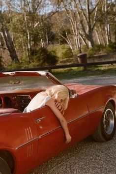 Image about vintage in rouge/red by lu on We Heart It Red Aesthetic, Aesthetic Vintage, Aesthetic Photo, Aesthetic Pictures, Vintage Cars, Retro Vintage, Model Shooting, Auto Retro, Foto Pose