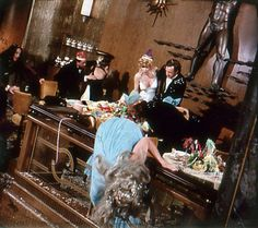 Chaos at the Captain's table Carol Lynley, The Poseidon Adventure, Ernest Borgnine, Stella Stevens, Shelley Winters, Irwin Allen, Disaster Movie, The Searchers, The Great Escape