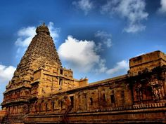 Hailed for its architectural beauty, the Brihadeeswarar Temple is located in Thanjavur, TamilNadu and is must visit when in South India.   #India #BrihadeeswararTemple #Thanjavur #TamilNadu #SouthIndia #templesofindia #travel #trip #tour #yolo #usa #UCLA