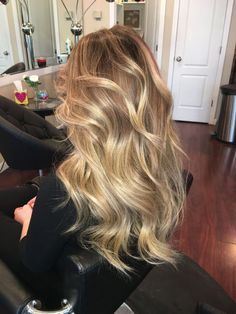 Honey color honey color 236999 honey blonde balayage hair hair color in 2018 honey blonde balayage Perfect Blonde Hair, Honey Blonde Hair Color, Blonde Balayage Honey, Blonde Color, Dyed Blonde Hair, Golden Blonde Hair, Blonde Ombre, Blonde Hair With Layers, Blonde Hair For Fall