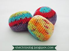 Free Pattern: How to make a crocheted bean bag ball or hacky sack