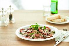 VITELLO TONNATO   Rosa gegartes, zartes Kalbfleisch und Thunfischcreme mit Kapern und Sardellen.