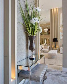 luxurious homes interior Foyer Design, Hallway Designs, House Design, Contemporary Interior Design, Home Interior Design, Interior Decorating, Apartment Entryway, Entryway Decor, Living Room Designs