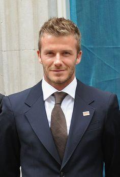 David Beckham with short hair. Men's Hair / handsome hair / men's haircuts / Follow @firesalonandspa for trending hair, nails and makeup