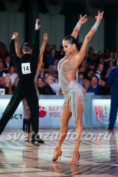 Learn To Ballroom Dance And Feel Your Soul Latin Dance Dresses, Ballroom Dance Dresses, Ballroom Dancing, Bailar Swing, Tango Dancers, Salsa Dress, Dance Hairstyles, Dance Fashion, Dance Photography