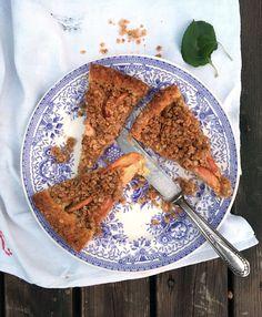 Omenakakku Sharlotka | Juhli ja nauti, Jälkiruuat, Makea leivonta | Soppa365 No Bake Desserts, Baking Recipes, Baking Ideas, French Toast, Sweets, Breakfast, Tableware, Ethnic Recipes, Food
