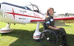 La Ferté : les prouesses de Dorine, première femme handicapée pilote de voltige