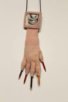 Annette Messager, retrospective exhibitionat the Museum of Contempory Art (MCA) in Sydney Annette Messager auMCA de Sydney 2014 – – – Je vous propose aujourd'hui de m'accompagner dans les couloirs du MCA de Sydney à la rétrospective Annette Messager, des années 1970 à nos jours, intitulée «motion/emotion ». (mouvement/émotion) J'ai été très émue de voir …