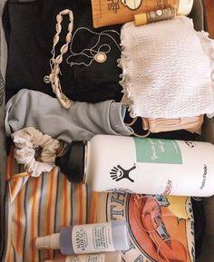 t r a v e l ☆ vsco # # : @ ❥ Vsco Essentials, Travel Bag Essentials, Road Trip Packing, Vacation Packing, Packing Tips, Summer Aesthetic, Travel Aesthetic, Summer Goals, Summer Fun