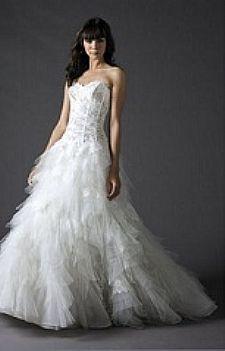 Vendo vestido Cymbeline de noiva em renda francesa e tule - R$ 3.500,00 - Mais informações em http://www.vestidosonline.com.br/vestido-5396/vestido-de-noiva-cymbeline-em-renda-francesa-e-tule #cymbeline #noivas #vestidodenoiva