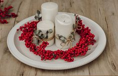 DIY: Adventskranz aus Illex und Eucalyptus | daisiesandglitter Napkin Rings, Napkins, Xmas, Red, Decor, Red Candles, Berries, Decoration, Towels