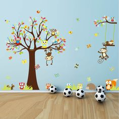Stor väggdekor med ugglor och apor i ett träd