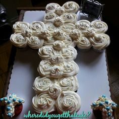 Very cute and very simple exactly what I want and not super expensive Christening Cupcakes, Boy Christening, Baby Baptism, Baptism Cakes, First Communion Party, First Holy Communion, Pull Apart Cupcakes, Fantasy Cake, Baby Dedication