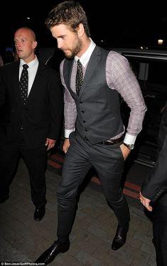 Hemsworth Brothers, Liam Hemsworth, Stylish Mens Fashion, Mens Fashion Suits, Mens Dress Outfits, Men Dress, Estilo Dandy, Costume Sexy, Mens Fashion Magazine