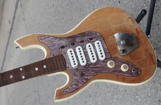 Guitar Blog: Unknown 1960s four-pickup leftie guitar - Can anyone help identify?