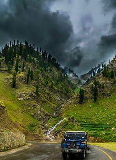 So beautiful & cloudy weather Naran valley Pakistan. Kashmir Pakistan, Pakistan Zindabad, Islamabad Pakistan, Pakistan Tourism, Pakistan Travel, Best Vacation Destinations, Best Vacations, Wonderful Places, Beautiful Places