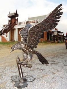 american eagle sculpture life size scrap metal art for sale  -  scrap-metal-art-thailand.com