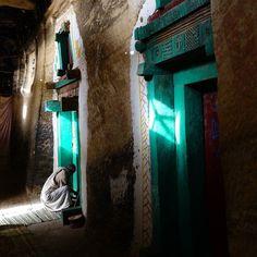 Entrando na igreja de Medhane Alem Adi Kashi #etiopia #viagem