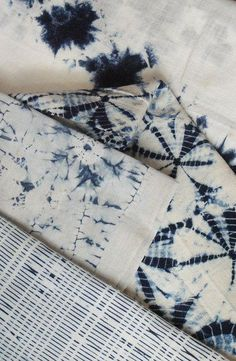 Shibori Shibori is a form of resist-dying similar to tie-dye. In Shibori, a cloth is tightly bound, Japanese Textiles, Japanese Fabric, How To Dye Fabric, Fabric Art, Textile Patterns, Textile Design, Textile Manipulation, Impression Textile, Shibori Tie Dye