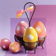 Uova di Pasqua decorate in stile geometrico