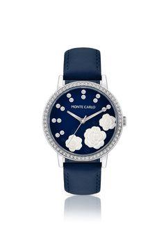 Relógio com zircônias e pulseira de couro
