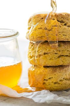 Pumpkin Spice Biscuits ~ these are the stuff pumpkin lovers' dreams are made of...tall, golden, flaky biscuits enriched with pumpkin puree and Fall spices. #bestbiscuits #pumpkinbiscuits #pumpkinbread #fallbread #Thanksgiving #buttermilkbiscuits #quickbread #easy #recipe #homemade #scratch