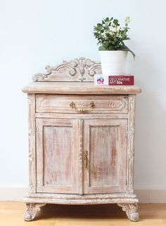 Country Rustic Furniture Home Furniture Wall Colors Salvaged Furniture, Hand Painted Furniture, Refurbished Furniture, Paint Furniture, Furniture Projects, Rustic Furniture, Furniture Makeover, Vintage Furniture, Decoracion Vintage Chic