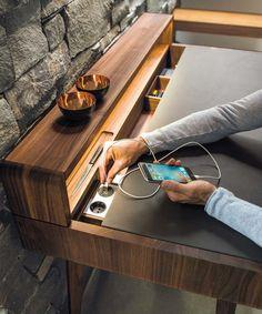 Schreibtisch sol mit integrierten Steckdosen und USB-Anschluss