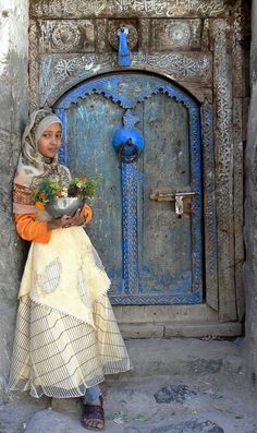 theyemenite: Flower seller, Jibla, Yemen.