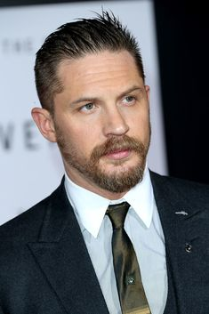 """Tom Hardy Photos - Actor Tom Hardy attends the UK Premiere of """"The Revenant"""" at the Empire Leicester Square on January 2016 in London, England. - 'The Revenant' - UK Premiere - Red Carpet Arrivals Popular Beard Styles, Latest Beard Styles, Beard Styles For Men, Tom Hardy Beard, Tom Hardy Actor, Tom Hardy Photos, Beard Look, The Revenant, Famous Men"""